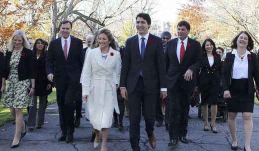 Justin Trudeau and members of his cabinet approach Rideau Hall to be sworn into government